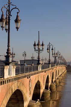 Puente de Piedra, Burdeos, Francia