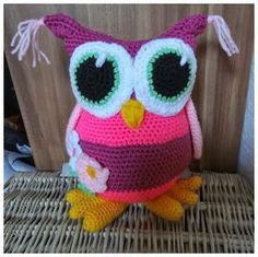 Fannysbuntewelt: Häkelanleitung Große Eule Who speaks German I NEED this translated! Crochet Owls, Crochet Amigurumi, Crochet Toys Patterns, Crochet Slippers, Stuffed Toys Patterns, Crochet Animals, Diy Crochet, Crochet Crafts, Crochet Projects