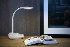 Lampka przeznaczona jest do oświetlenia biurka podczas pracy lub odrabiania lekcji przez dziecko. Lampka może być stosowana także jako klips do półki (można ją wysunąć z podstawy). Led, Home Appliances, Direction, Afin, Products, Desk Lamp, Plastic, Modern, Arms