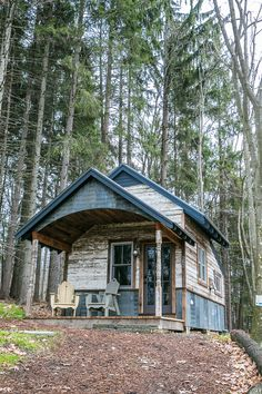 Rustic cabin - Nice cabin but would also make a sweet chicken coop with an attached greenhouse in the back