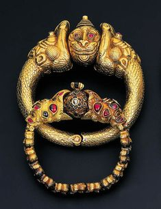 India | A pair of 'Garuda Head' bracelets | gold with diamond, ruby and emerald details | ca. late 19th century