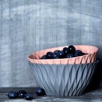 Bowls designed by nina meldgaard photo by Hanne Fuglbjerg Bowl Designs, Serving Bowls, Decorative Bowls, Blueberry, Eat, Tableware, Interior, Home Decor, Style