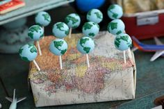 birthday travel idea Loving the globe cake pops at - travelideas Travel Cake, Travel Party, Travel Theme Parties, Diy Birthday, Birthday Party Themes, Cake Birthday, Cake Pops, Globe Cake, Around The World Theme