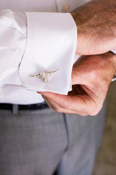 A special touch for the groom - bull cuff links