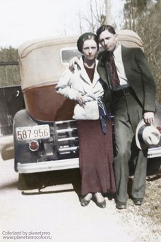 Bonnie & Clyde: 13 Things You May Not Know About This America's Most Infamous Outlaw Couple Bonnie Parker, Bonnie And Clyde Car, Bonnie And Clyde Costume, Bonnie And Clyde Photos, Rare Photos, Vintage Photos, Old Pictures, Old Photos, Pretty Boy Floyd