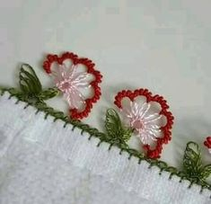 Stylish Needlework Laces - Women's Site - My Recommendations Needle Tatting, Needle Lace, Bobbin Lace, Crochet Borders, Filet Crochet, Yarn Thread, Needle And Thread, Lace Making, Flower Making