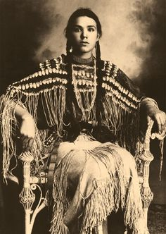 "Más palomas de ""En tierras lejanas"" "" Kiowa Girl, Indian Portrait by Edward Curtis """