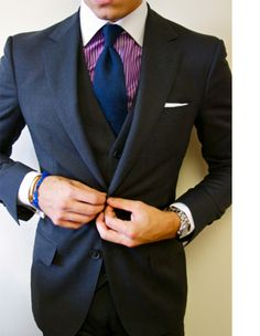 If you want to look like a power player, don't shy from a windsor knot with a contrast collar. Wear this and a watch over your shirt like Gianni Agnelli and no one will second guess you. Only Fashion, Suit Fashion, Mens Fashion, Luxury Fashion, Sharp Dressed Man, Dress For Success, Suit And Tie, Gentleman Style, Wedding Suits