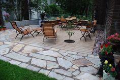 Hienosti yhdistetty puuta ja erilaisia kiviä ja nurmeakin :)
