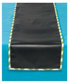 chalk board table runner:   http://www.chasing-fireflies.com/art-party/party/party-themes/birthday-parties/114150