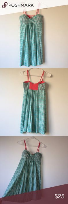 ROXY dress I've had this for years but wore it once (tags: Pacsun, Urban Outfitters, Free People, Anthropology, American Eagle, Acacia Swim, Adidas, Nike, Lulu Lemon)) Roxy Dresses Mini