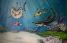 mar 30 Mural decorativo de nemo con tiburones.