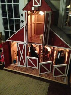 Barn with a loft Homemade.neat idea for finished look on my chicken house American Girl Doll Horse, American Girl House, American Girl Crafts, Ag Doll Crafts, Diy Doll, Horse Themed Bedrooms, Poupées Our Generation, Girls Dollhouse, Toy Barn