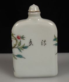 Chinese Famille Rose Porcelain Snuff Bottle - Peaches & Bats  44142 3