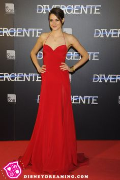 """Shailene Woodley's radiant red style at the """"Divergent"""" movie premiere in Spain!"""