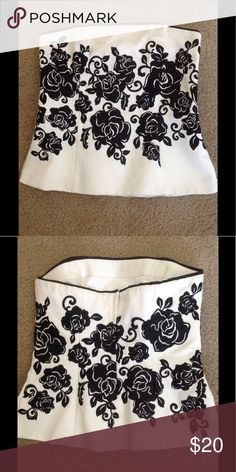 👠👠👠👠White House Black Market Bustier👠👠👠👠 👠👠👠👠WHBM bustier white with black floral print. The body made from 74% cotton and 26% polyester. The lining is 100% polyester. It's in excellent condition.👠👠👠👠 White House Black Market Tops