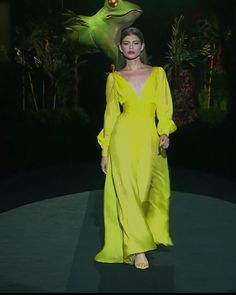Beautiful Yellow Sheath Evening Maxi Dress Evening Gown with V-Neck Cut V-Back cut and Long Sleeves Spring Summer 2020 Couture Collection Runway Show at the Mercedes-Benz Fashion Week Madrid by Hannibal Laguna Haute Couture Dresses, Couture Fashion, Runway Fashion, Elegant Dresses, Pretty Dresses, Look Fashion, High Fashion, Lakme Fashion Week, Fashion Weeks