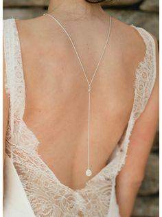 collier de dos pour souligner et mettre en valeur le dos nu de votre robe de mariée sans le surcharger.