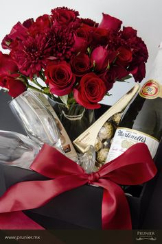 valentine´s floral gift www. My Sweet Valentine, Valentine Special, Happy Valentines Day, Chocolates, Red Rose Arrangements, Beautiful Home Gardens, House Beautiful, Anniversary Getaways, Bouquets