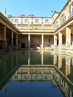 The Roman Baths complex is a site of historical interest in the English city of Bath. The house is a well-preserved Roman site for public bathing. The Roman Baths themselves are below the modern street level, England