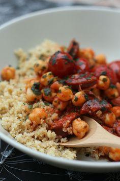 Ragoût de chorizo, pois chiches et tomates cerises, pilaf de boulgour comme un couscous