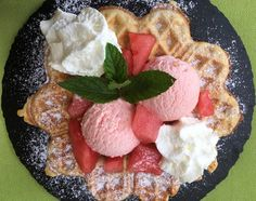 fischis cooking and more: wassermeloneneis auf knupsriger waffel Dessert, Acai Bowl, Breakfast, Food, Waffle Iron, Home Made, Food Food, Acai Berry Bowl, Morning Coffee