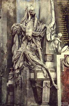 Everyone dies in the end. Statue of the death. La Danse Macabre, Macabre Art, Cemetery Statues, Cemetery Art, Arte Horror, Horror Art, Memento Mori, Fantasy Kunst, Fantasy Art