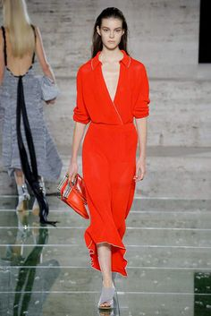 Salvatore Ferragamo Spring 2018 Ready-to-Wear Collection Photos - Vogue Sexy Dresses, Fashion Dresses, Salvatore Ferragamo, Fashion Show, Women's Fashion, Fashion Design, Vogue, Casual Chic, Lady In Red