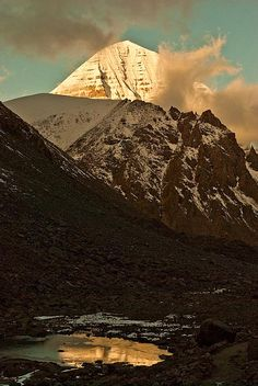 Made in the Universe. Тибет,Kailash mountain.The place of gods.Tibet    Kailash: the holy mountain  A single circumnambulation around Mount Kailash wipes away the sins of a lifetime.
