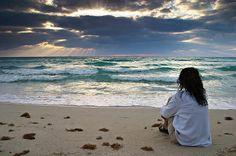 solitude and the sea - I dream this.it would be bliss right now Why Pray, I Love The Beach, Sad Girl, Girl Wallpaper, Wallpaper Pictures, Solitude, Strand, Decir No, Seaside