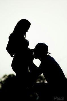 Beijinho com carinho...! #hardphotographia #hard2016 #apaixonados #esposa #wife #mommy #esposo #mamae #gestante #casal #papai #style #lifestyle #photography #pregnancy #ensaiogestante #fernanda #derek #nicejob #model # #loveit #lovely #nicejob #passion #dad #kiss #lovekiss #ensaiofotografico #beautiful #top #romantic