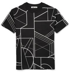 McQ Alexander McQueen</a>'s printed T-shirt packs a graphic punch. This cotton design features drop shoulders for a relaxed, modern feel and will look the part with tapered sweatpants. Finish your look with sporty footwear.