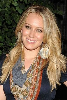 Hilary Duff |  Your hairstylist thinks: Tousled, beachy waves
