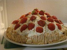 πάβλοβα με φράουλες ..... @pezoula_paros Cake, Desserts, Food, Pie Cake, Tailgate Desserts, Pie, Deserts, Cakes, Essen