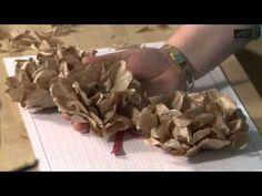 Brown Paper flowers - German video but easy to follow. Trickkiste Papierblumen