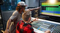 Beruf Audio Engineer: Alles über den Traumjob im Tonstudio - http://www.delamar.de/ausbildung/audio-engineer/?utm_source=Pinterest&utm_medium=post-id%2B37710&utm_campaign=autopost