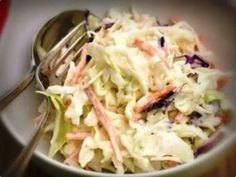 Essa tradicional Salada Tailandesa vai muito bem com carnes vermelhas assadas, ou num churrasco, ou até num sanduíche
