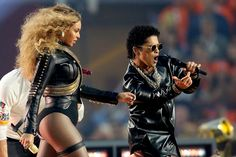 Watch Bruno Mars show off the 'Michael Jackson' inside of him during Superbowl perormance with Beyonce
