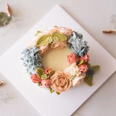 심화반 마지막 시간입니다. . . . student's work. . . . #루이스케이크 #버터크림플라워케이크 #플라워케이크 #꽃케이크 #플라워케익 #디져트 #베이킹 #홈베이킹 #취미 #분당 #판교 #정자동 #꽃 #꽃스타그램 #케익스타그램 #flowercake #buttercream #buttercreamflowers #onthetable #cupcake #cake #flowers #piping #icing
