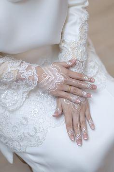 Malay Wedding, Wedding Day, Lace Weddings, Wedding Dresses, Henna Designs, Fashion, Pi Day Wedding, Alon Livne Wedding Dresses, Fashion Styles