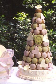 Croquembouche with Macarons Croquembouche, Pretty Cakes, Beautiful Cakes, Amazing Cakes, Wedding Cake Cookies, Wedding Cakes With Cupcakes, Macaroon Tower, Macaroon Cake, Pastry Display