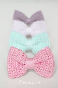 Kortney McQuade see told you I had a list. But I bet mom could make these. They would be cute half hair bows Crochet Hair Bows, Crochet Hair Accessories, Crochet Hair Styles, Love Crochet, Crochet Gifts, Crochet For Kids, Diy Crochet, Crochet Flowers, Fabric Hair Bows