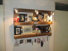 Ja ook ik heb een pallet omgetoverd tot foto galerij. En eronder een staal kabel, waar je nog meer foto's of kaarten kunt ophangen.