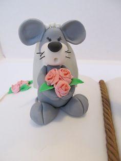 #Cake design: #topper a forma di #libro per un #matrimonio #Sposa topina , #bouquet e #velo in #pasta di zucchero.