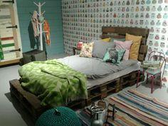 Jongens bed van pallets Furniture, House, Bed, Home, Pallet Bed, Couch, Blue, Home Decor, Pallet