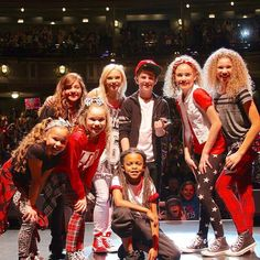 Mattyb and haschak sisters and friends Hashtag Sisters, Dallas Show, Sister Songs, Rare Videos, Sister Love, Girl Power, Cute Girls, Bff, Christmas Sweaters