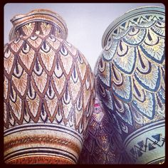 #sberna #art #pottery #ceramics #deruta #madeinitaly #love #handmade #handpainted #handcraft #colours #colorful #drawing #vase #peacock #tail #fantasy #gold #red #brown #green #blue #precious