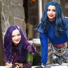 Apple apple dip dip want to try it tick tick take a bite come on be bold change the way the story's told! Descendants Wicked World, Disney Channel Descendants, Disney Descendants 3, Descendants Cast, Sofia Carson, Cameron Boyce, Descendants Pictures, Hairspray Live, Mal And Evie