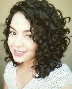 Alluring Short Curly Hair Ideas for Summertime 21 coiffure courte frisée Haircuts For Curly Hair, Haircut For Thick Hair, Curly Hair Cuts, Short Hair Cuts, Short Hair Styles, Curly Short, Medium Curly, Cut Hairstyles, Style Hairstyle