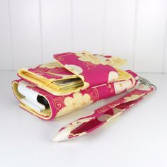 """""""errand runner"""" so cute,not a pattern but I bet I could figure it out Tablet Cases, Phone Cases, Sewing Projects, Diy Projects, Kindle Case, Diy Things, Fabric Bags, Small Bags, Embroidery Applique"""